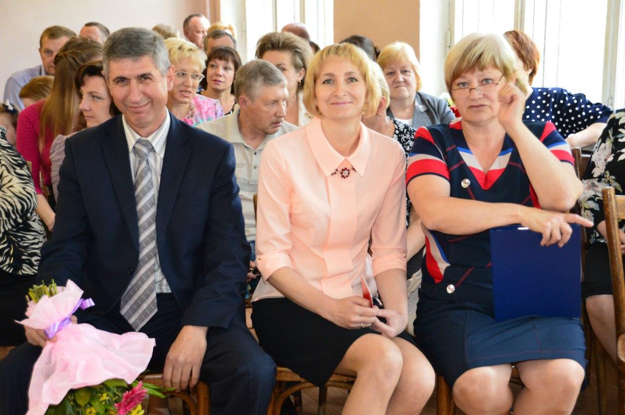 Глава администрации Кикеринского поселения, заместитель председателя Комитета образования, директор школы